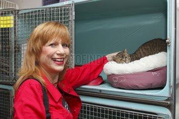 Visit a shelter SPA by singer Stone France