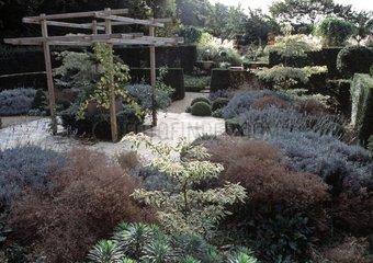 Jardins de Castillon-Plantbessin in autumn