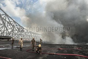INDIEN-KOLKATA-CHEMICAL STORAGE-FIRE