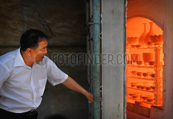(MASTEROFCRAFTS)CHINA-HENAN-RU PORCELAIN-INHERITOR (CN)