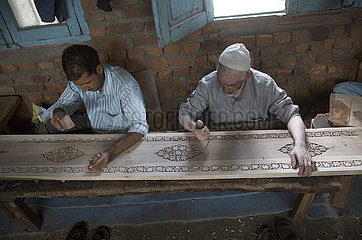 KASHMIR-SRINAGAR-WALNUT WOOD CARVING