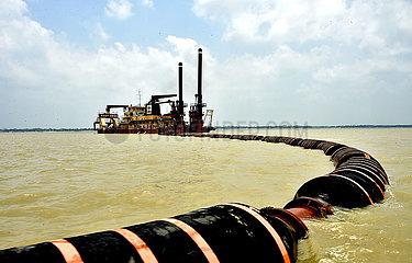 BANGLADESH-Shariatpur-Padma-RIVER-DREDGING