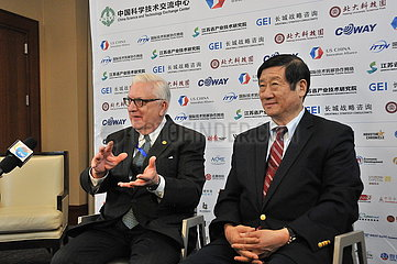 US-CHINA-MOU-ENERGY-BUSINESS