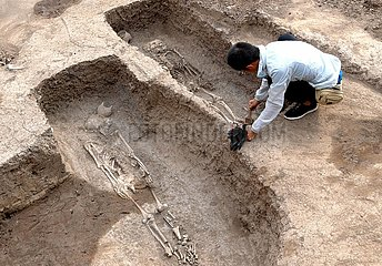 CHINA-HENAN-ANYANG-ANCIENT BRONZEWARE ARTISANS-FAMILY TOMB-IDENTIFICATION (CN)