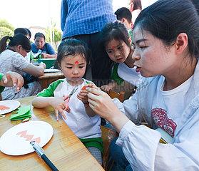 CHINA-ZHEJIANG-CHANGXING-CHILDREN-Scherenschnitt (CN) CHINA-ZHEJIANG-CHANGXING-CHILDREN-Scherenschnitt (CN)