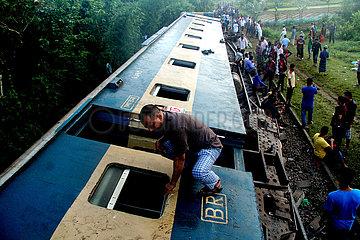 BANGLADESH-UNFALL-Zugentgleisung BANGLADESH-UNFALL-Zugentgleisung BANGLADESH-UNFALL-Zugentgleisung