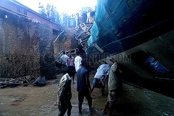 BANGLADESH-UNFALL-Zugentgleisung