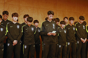 (SP)CHINA-CHENGDU-SOCCER-PANDA CUP-SOUTH KOREA U-18 PLAYERS-APOLOGY (CN)