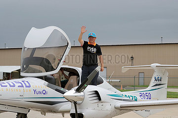 U.S.-CHICAGO-CHINESE MAN-AROUND-THE-WORLD FLIGHT-FINISH