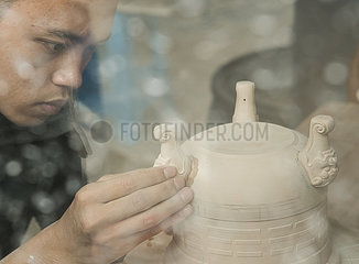 CHINA-ZHEJIANG-LONGQUAN-ART-CELADON (CN)