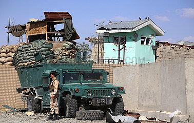 AFGHANISTAN-Ghazni-SUICIDE CAR bombenPOLIZEISTATION