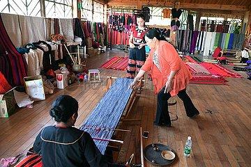 CHINA-YUNNAN-WA ethnische Gruppe-WEAVING EXPERIENCE WORKSHOP (CN)