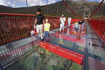 YUNNAN-LIJIANG-GLASS SKYWALK-TOURISM (CN)