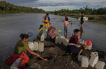 INDONESIA-WEST SULAWESI-DAILY LIFE-WATER