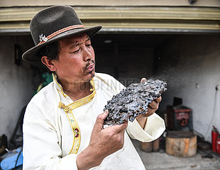 CHINA-LHASA-YIGONG TIBETAN KNIFE (CN)