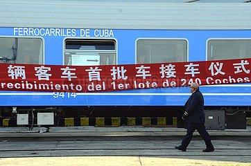 CUBA-HAVANA-CHINESE PASSENGER CARS-HANDOVER