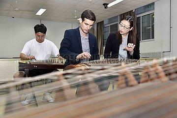 CHINA-QINGDAO-TAJIK STUDENT-STUDY (CN)