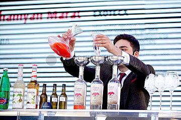 TSCHECHIEN-PRAG-ALKOHOL COCKTAIL CONTEST
