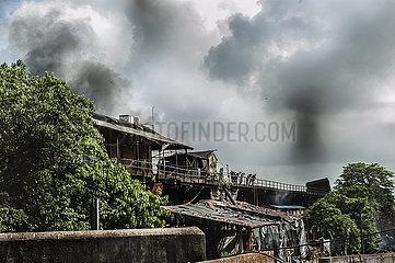 Indien KOLKATA-CHEMICAL STORAGE-FIRE INDIA-KOLKATA-CHEMICAL STORAGE-FIRE