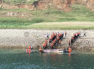 CHINA-GUIZHOU-BOOT UNFALLS-Rescue (CN)
