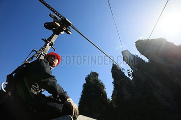 #CHINA-HUNAN-ZHANGJIAJIE-TOURISM-CABLE CAR TECHNICIAN (CN)