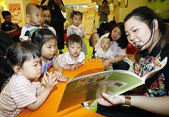 CHINA Beijing-Eltern-Kind-EVENT READING (CN) CHINA Beijing-Eltern-Kind-EVENT READING (CN)