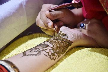 BANGLADESH-DHAKA-SKIN ART