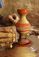 SYRIA-HOMS-POTTERY-CRAFT
