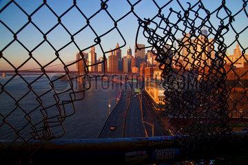 Blick von der Manhattan Bruecke p1399m2065851