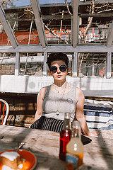 Maedchen in einem Caf? p1507m2077112