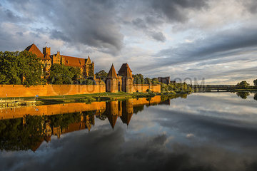 Poland  Malbork Castle at River Nogat in the evening light p300m2077753