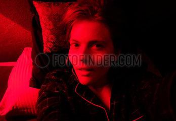 Rotlicht  Junge Frau p1229m2071830