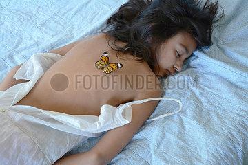 Schmetterling auf dem Ruecken p1521m2064523