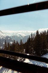 Blick aus der Seilbahn auf Berge