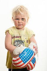 Maedchen mit Boxhandschuhen