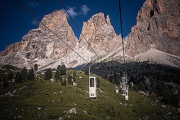 Seilbahn in den Dolomiten