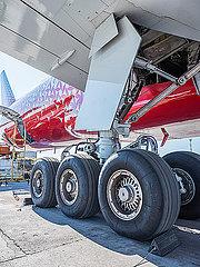 Fahrwerk des Flugzeug Boeing 777-300