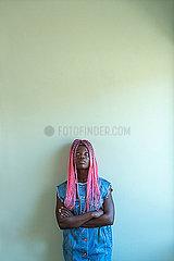 Junge Afrikanerin mit Dreadlocks