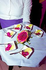 Aufgeschnittene Drachenfrucht als Nachtisch