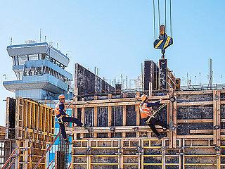 Betonbauer bei der Arbeit