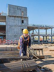 Beton Rohbauarbeiten auf einer Baustelle mit Bauarbeitern