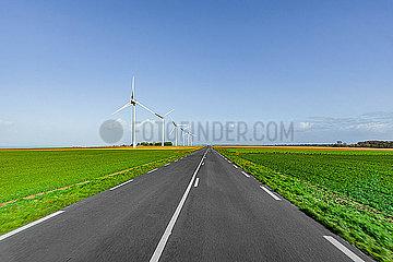 Windraeder an einer Landtrasse