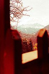 Blick auf schneebedeckte Berge p432m2077072