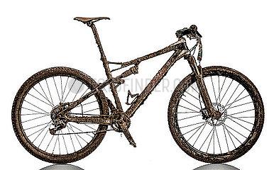 Schmutziges Mountainbike p1179m2077213