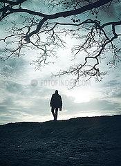 Silhouette eines Mannes p984m2072770