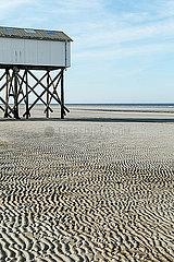 Stelzenbau am Strand p078m2076799