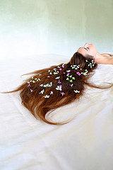 Frau mit Blumen im Haar p1521m2064679