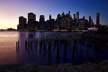 New York in der Abenddaemmerung p1399m2065847