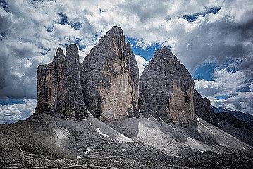Felsformation in den Dolomiten p741m2077002