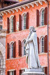 Dante Alighieri p1205m2072973